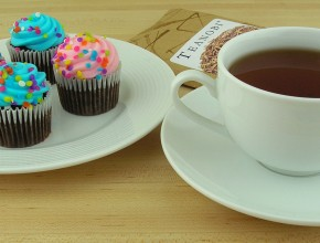 Spring Cupcakes and Hojicha Stalk Tea by Kirinohana