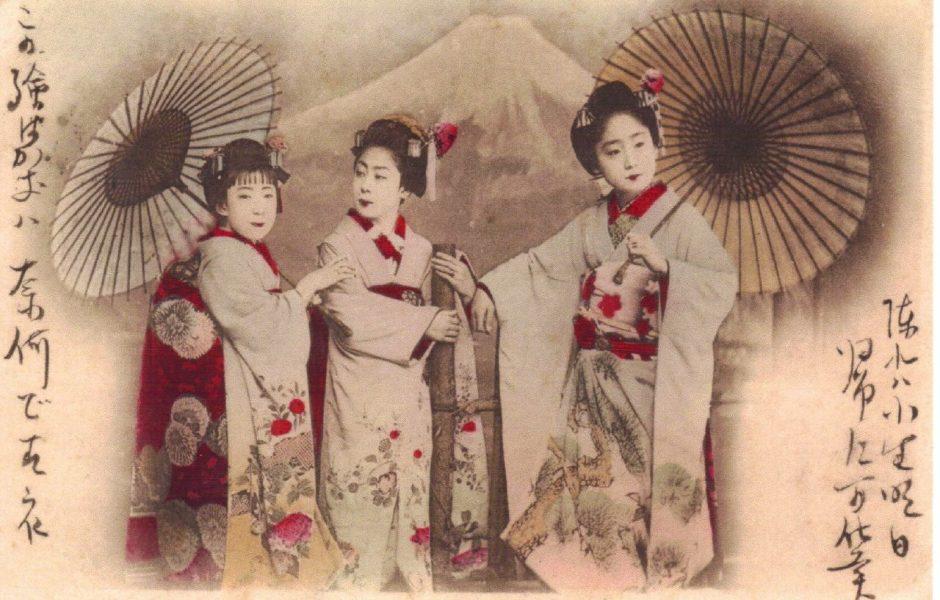 Geishas and Fuji-san by Vintage Lulu.