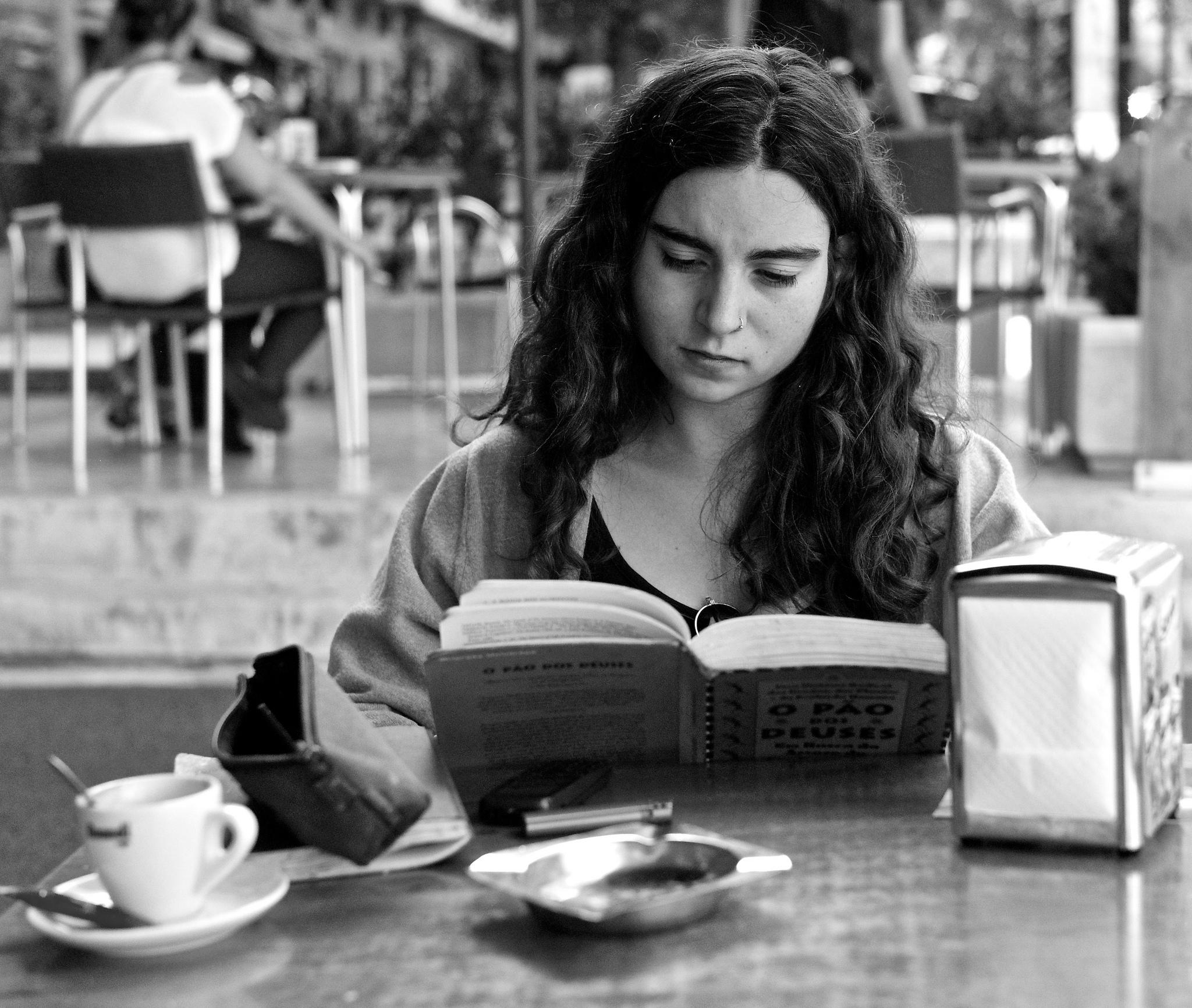 Reading by Pedro Ribeiro Simões.