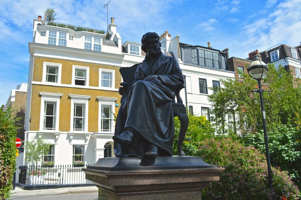 Carlyle Statue by Matt Brown.