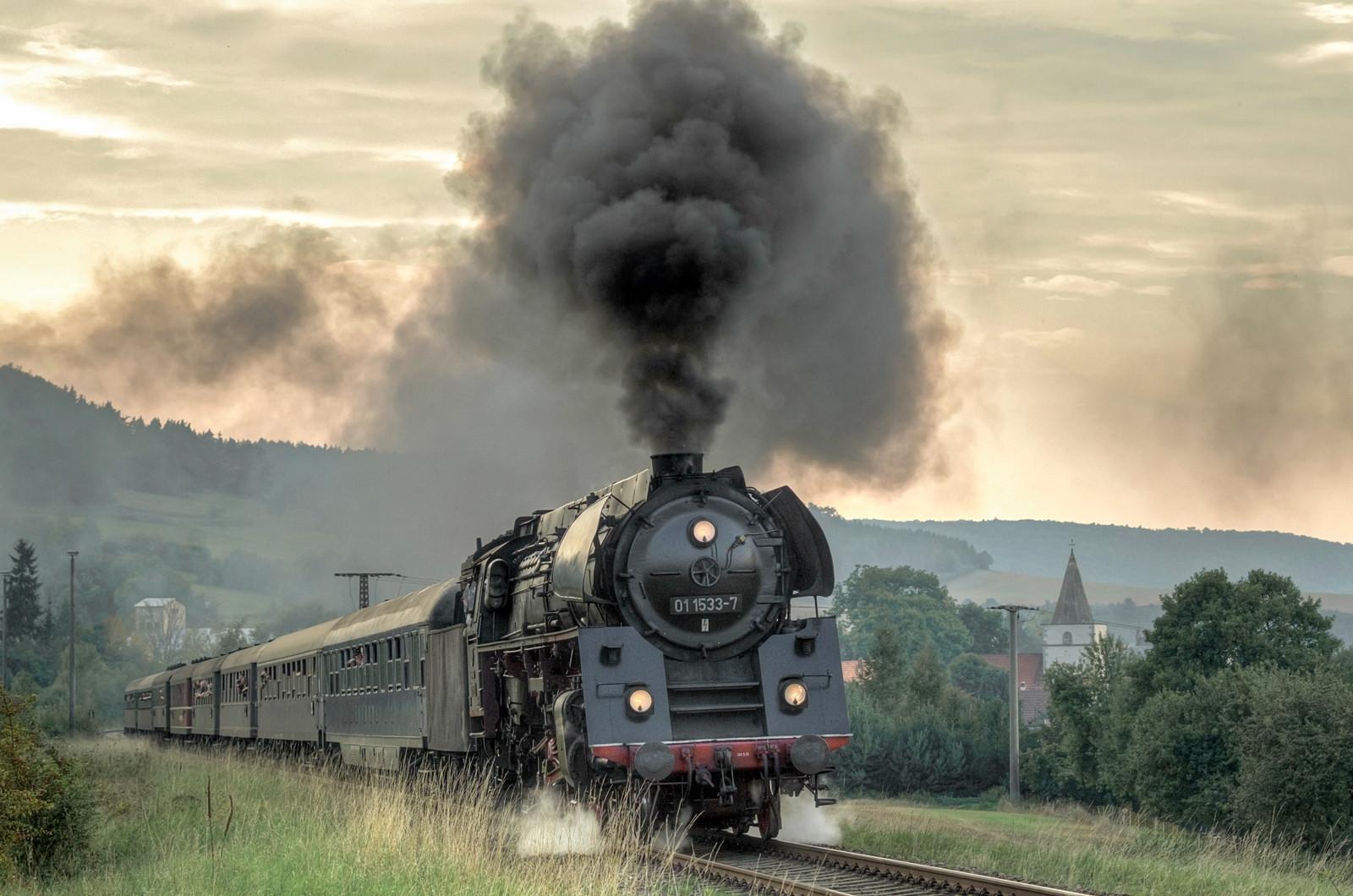 Twilight Train by moggafogga.